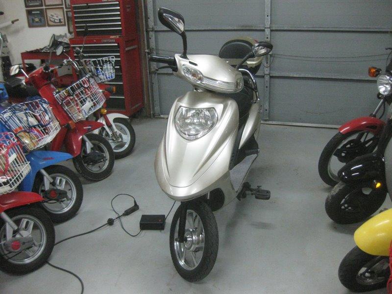 Taotao ate-501 automatic 500 watt street legal electric scooter w.